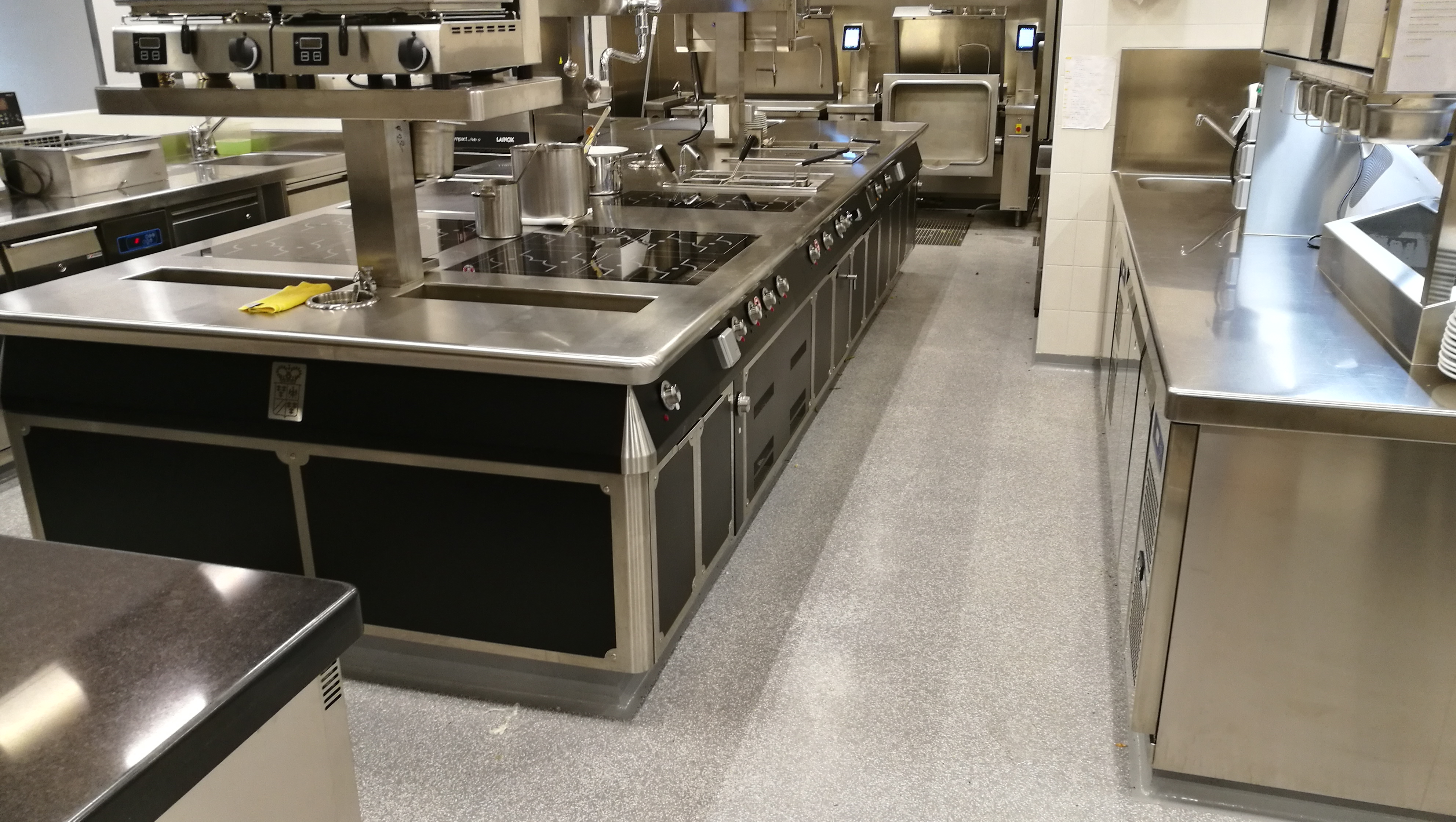 Pavimenti per cucine industriali in resina - Prima Pavimenti